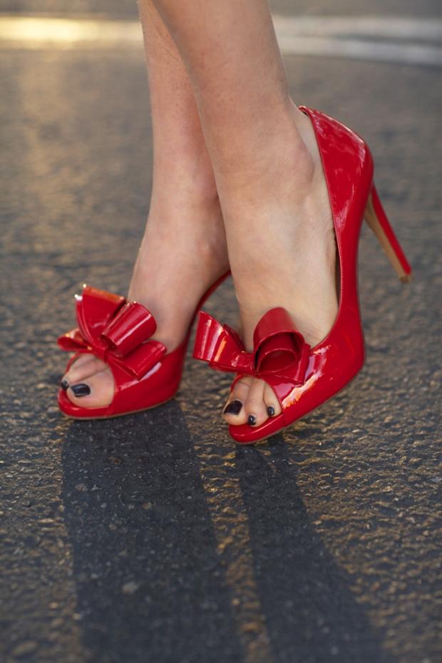 red-bow-dorsay-valentino-pump